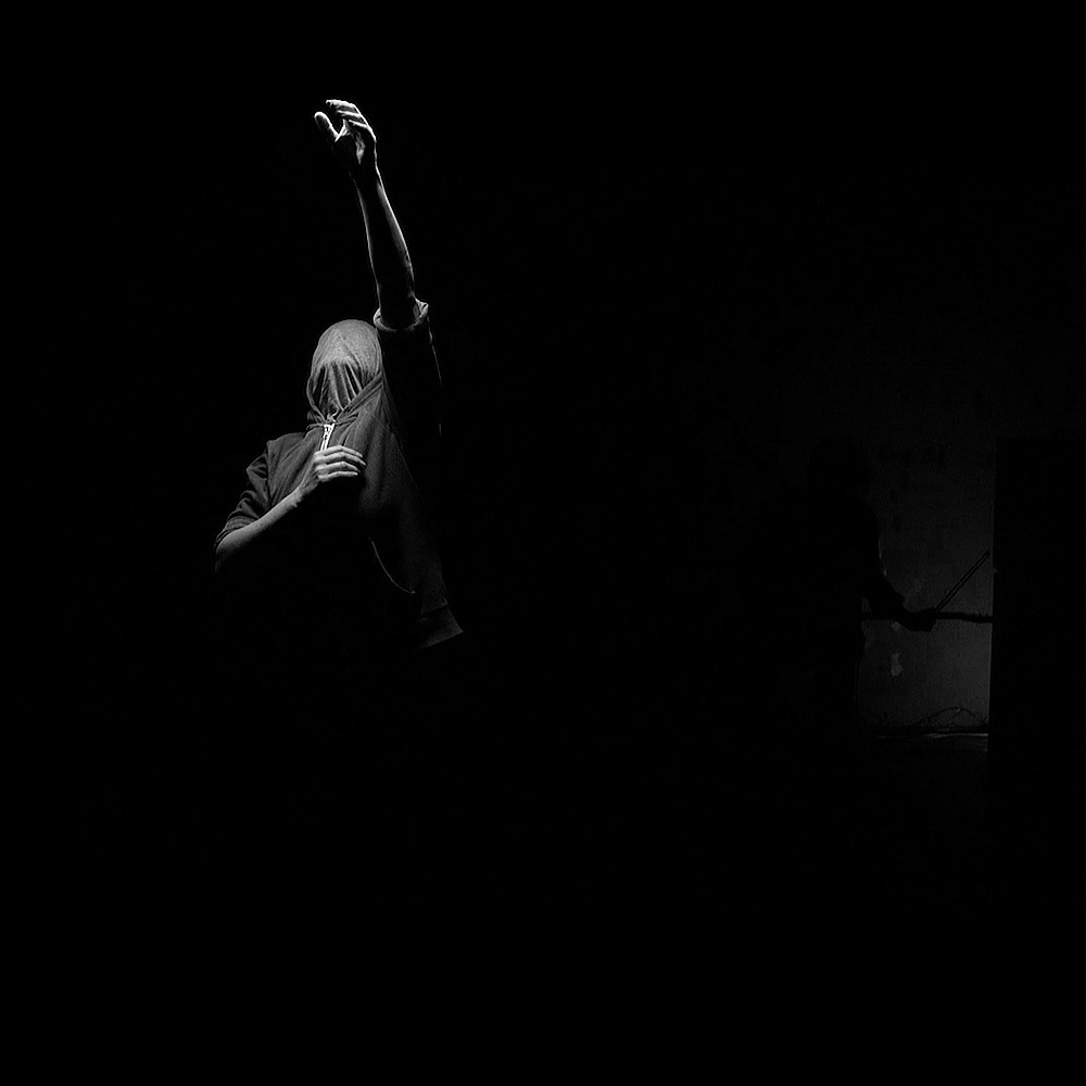 Marie Cambois & Hugo Roussel : Black Drop © Vincent Tournaud